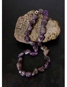 Collier améthyste pierres difformes