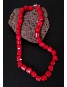 Collier corail carrés pierres reconstituées