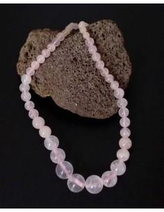 Collier quartz rose pierres boules tailles dégradées