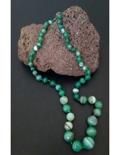 Collier pierre agate boules tailles degradées facettées vert