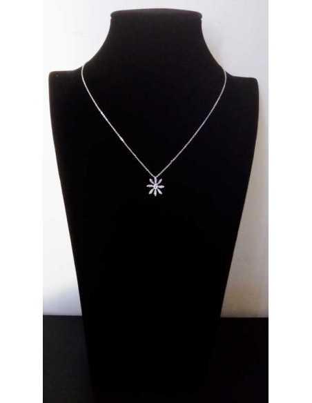 Collier pendentif fleur et zirconiums cubiques