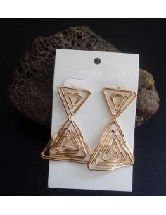 Boucles d'oreilles pendantes triangles effet spirales 5 cm