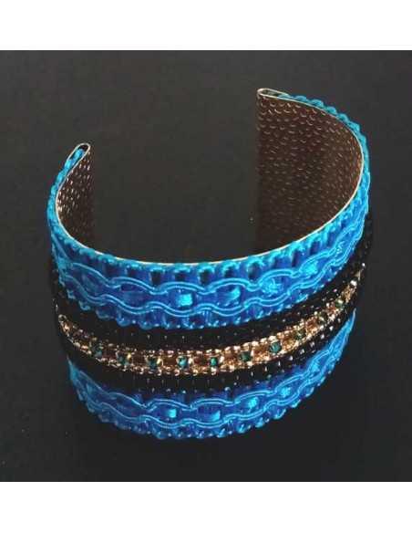 Bracelet manchette ouvert décoré de tissages