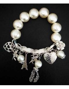 Bracelet perles blanches pampilles Tour Eiffel et coeur