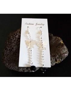 Boucles d'oreilles pendantes fantaisie papillon et perles noires longueur 8 cm