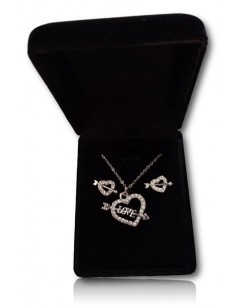 Parure en coffret collier pendentif coeur flèche serti et boucles