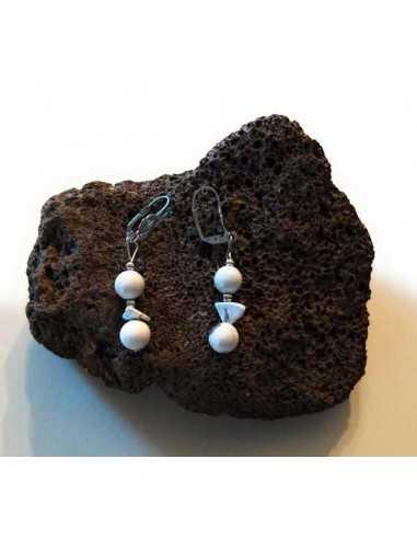 Boucles d'oreilles pierre howlite boules et chips pendantes