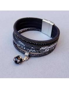Bracelet cuir multirangs motifs et charm perle noire 16 cm